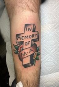 手臂十字架纹身 男生手臂上花朵和十字架纹身图片