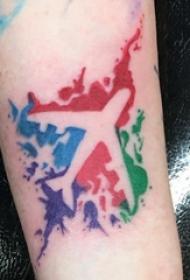 飞机纹身 女生手臂上彩色的飞机纹身图片