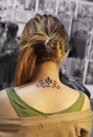 唯美艺术颈部纹身