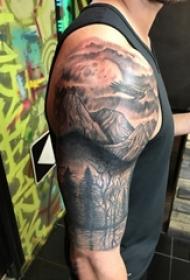 小山岳纹身 男内行臂上素描纹身小山岳纹身图片
