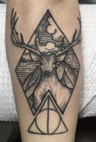 小动物纹身 男生手臂上几何和鹿纹身图片