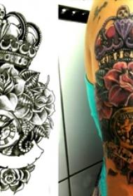 纹身皇冠简单 女生手臂上皇冠图腾纹身图片