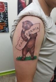 纹身卡通 男生大臂上英文和熊纹身图片