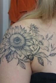 肩膀简约纹身 女生肩膀上向日葵纹身图片