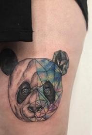 熊猫纹身图 女生大腿上彩色的熊猫纹身图片