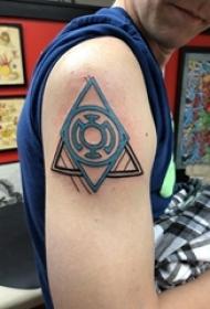 几何纹身 男生手臂上欧美几何纹身图案