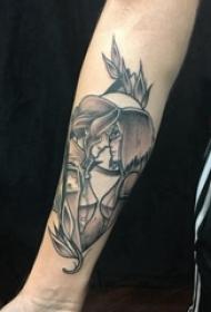 人物肖像纹身 男生手臂上植物和情