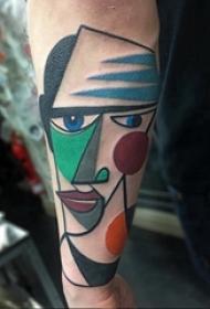 抽象纹身画 男生手臂上彩色的人物纹身图片