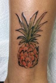 纹身水彩 男生小腿上彩色的菠萝纹身图片
