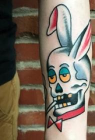 小动物纹身 男生手臂上彩色的兔子纹身图片