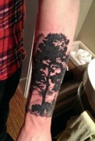 树纹身 男生手臂上树纹身黑色图片