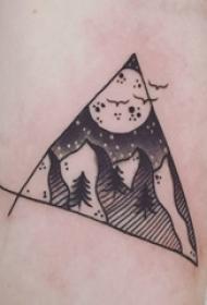 纹身风景 男生手臂上三角形和风景纹身图片