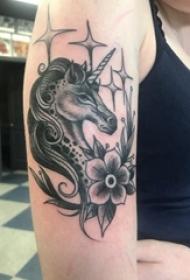 可爱独角兽纹身图案 女生手臂上独角兽纹身图片