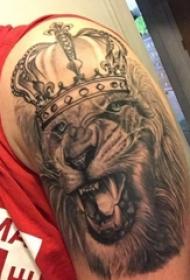 狮子头纹身图片 男生手臂上狮子纹身图案