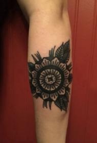 文艺花朵纹身 女生手臂上花朵纹身黑灰图片