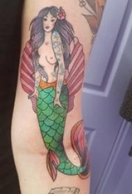 纹身美人鱼图案 男生手臂上彩绘纹身美人鱼图案
