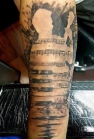 手臂纹身素材 男生手臂上音符和人物轮廓纹身图片