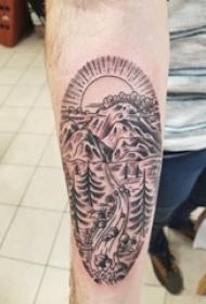 纹身风景 男生手臂上黑灰的风景纹身图片