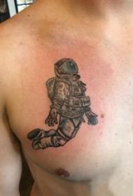 纹身胸部男 男生胸部黑色的宇航员纹身图片