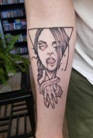 纹身手臂女生 女生手臂上三角形和人物肖像纹身图片