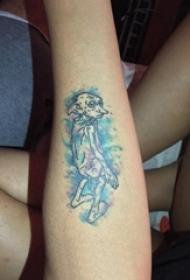 纹身卡通 女生手臂上彩色的小精灵纹身图片