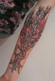 手臂纹身素材 女生手臂上彩色的树纹身图片