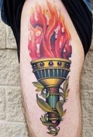 火焰纹身图片 男生大腿上植物和火焰纹身图片