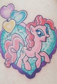 可爱独角兽纹身图案 女生大腿上素描纹身可爱独角兽纹身图案