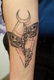 蝴蝶图腾纹身图案 男生手臂上蝴蝶图腾纹身图案