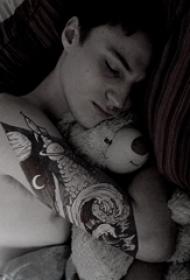 纹身浪花 男生手臂上浪花纹身图案