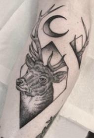 文艺鹿纹身 男生小腿上文艺鹿纹身图片