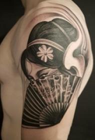 双大臂纹身 男生大臂上黑色的艺妓纹身图片