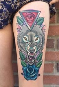 大腿纹身传统 女生大腿上狼头和玫瑰纹身图片