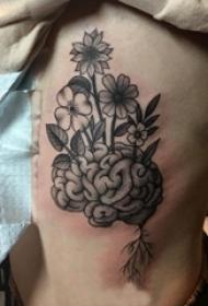 侧腰纹身女 女生侧腰上花朵和大脑纹身图片