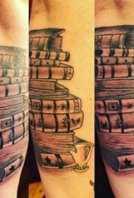 手臂纹身素材 女生手臂上黑色的书籍纹身图片