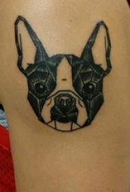 小狗纹身图片 男生大臂上黑色的小狗纹身图片