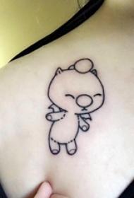 纹身卡通 女生肩部黑色的卡通熊纹身图片