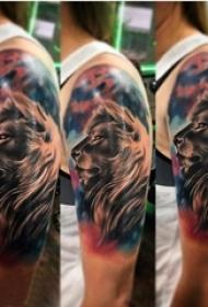 狮子头纹身图片 男生手臂上素描纹身狮子头纹身图片