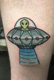 外星人纹身 男生小腿上飞碟和外星人纹身图片