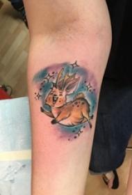 小动物纹身 女生手臂上彩色的鹿纹身图片