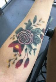 文艺花朵纹身 女生手臂上小清新文艺纹身花朵图案