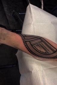 部落图腾纹身 男生手臂上部落图腾纹身黑色图片