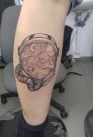 纹身星球 男生小腿上黑灰的星球纹身图片