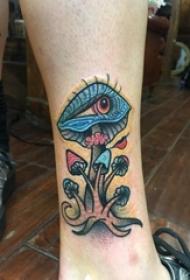 欧美小腿纹身 男生小腿上蘑菇和眼睛纹身图片