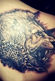 狮子头纹身 男生背部狮子头纹身图片