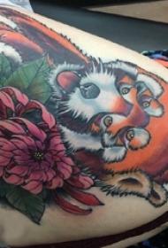 臀部纹身 女生臀部花朵和狐狸纹身图片