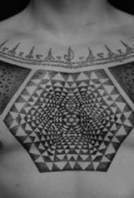 几何点刺纹身 男生胸部黑色的几何纹身图片