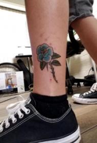 小清新植物纹身 男生脚踝上彩色的花朵纹身图片