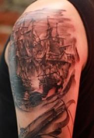 纹身小帆船 男生手臂上帆船纹身图片