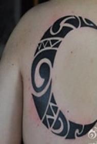 图腾月亮背部纹身